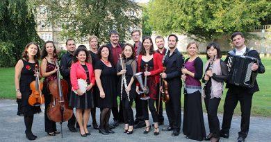 Das Ensemble vinorosso in der 15-er Besetzung verspricht am 12.07. im Marta-Forum einen spannenden und sehr lebendigen musikalisch-literarischen Abend