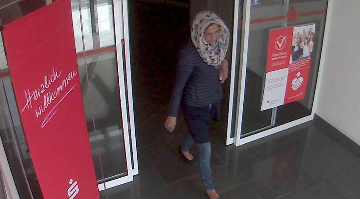 EC-Kartenmissbrauch - wer kennt diese Frau?