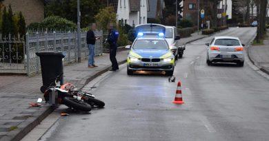 Leichtkraftrad fährt auf - 16-Jähriger schwer verletzt