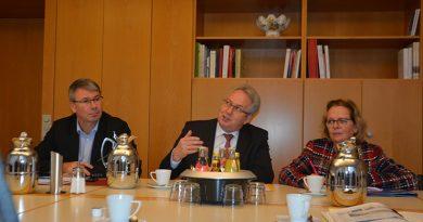 v.L. Christian Dahm (SPD-MdL für den Kreis Herford) , Landrat Jürgen Müller und Angela Lück (SPD-MdL für den Kreis Herford)