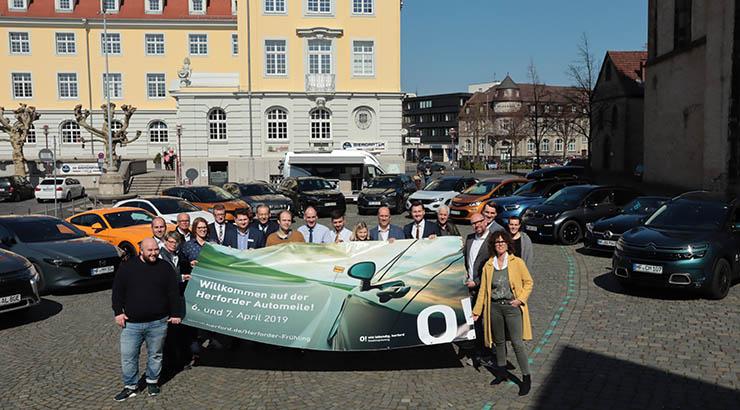 Die 14 Herforder Markenhändler bilden mit der Pro Herford das Team der diesjährigen Automeile, die am 6. und 7. April rund um die Münsterkirche stattfindet.