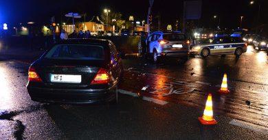Drei Leichtverletzte auf viel befahrener Kreuzung