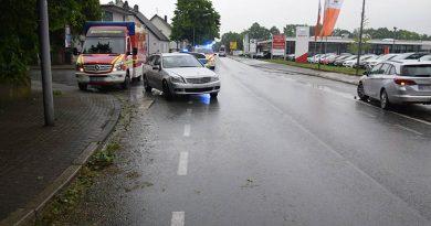 Radfahrer von Auto erfasst