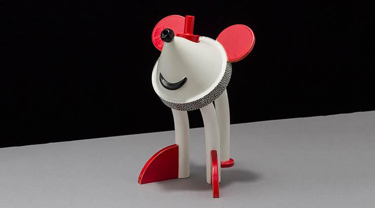 """Matteo Thun, Hersteller: Anthologie Quartett, Topolino (Mickey Mouse), 1986, Keramik, 25 x 13 x 19 cm, Für die Ausstellung """"made in… Düsseldorf"""", Staatliche Kunstsammlungen Dresden – Archiv der Avantgarden, Foto: Marcus Schneider, Berlin"""