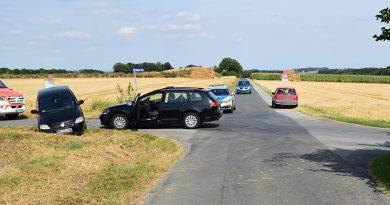 Verkehrsunfall mit Verletzten - Zusammenstoß zweier PKW nach Vorfahrtsmissachtung