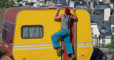 """Eine absurde Show am Sonntag auf dem Münsterkirchplatz """"Mein Sommer, meine Stadt"""" geht in die letzte Runde"""