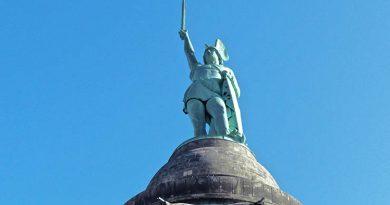 """Weit über die Grenzen des Lipperlandes hinaus ist das Hermanns-Denkmal bekannt. Doch auch neben diesem """"Nationaldenkmal"""" wartet die Region mit manch spannenden, historischen Gegebenheiten und landschaftlichen Reizen auf. (Foto: Jörg Militzer)"""