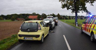 Schwerer Verkehrsunfall mit Verletzten - Junger Fahrer gerät auf Gegenfahrbahn