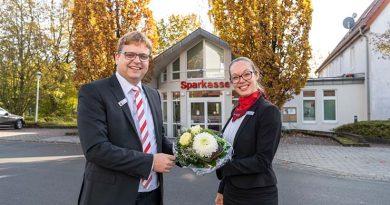 Neue Filialleiterin in der Sparkassenfiliale Rödinghausen Kathrin Koch tritt die Nachfolge von Henning Fieguth an