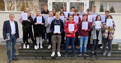 Dankurkunden für Schülerinnen und Schüler der Ernst-Barlach-Realschule in Herford