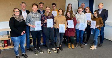 """""""Die Erinnerung wachhalten"""" – Schülerinnen und Schüler des Wesergymnasiums sammeln für Kriegsgräberfürsorge"""
