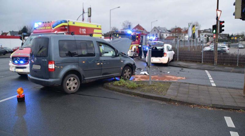 Kollision im Kreuzungsbereich- Zwei Fahrzeugführerinnen verletzt