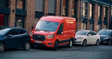 Ford Transit mit Parkassistent - stressfreie Ein- und Ausparkmanöver