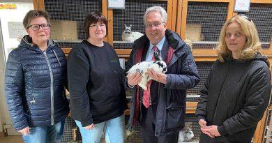 Landrat besucht Tierheim Eichenhof in Vlotho